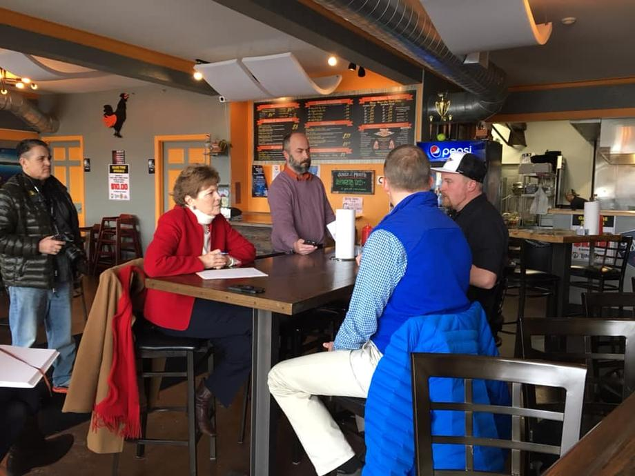 Senator Shaheen at Wing-Itz in Newmarket discussing repercussions of the government shutdown.