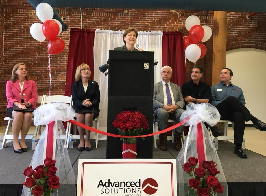 Senator Shaheen welcomes  Advanced Solutions Life Sciences to Manchester.